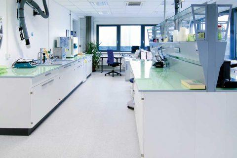 Pavimentazioni per laboratori farmaceutici: quali scegliere?