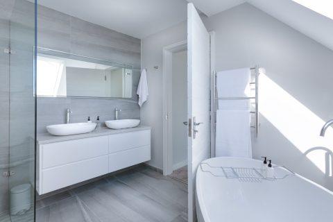 Quale pavimento scegliere per il tuo bagno? Ecco alcuni consigli pratici